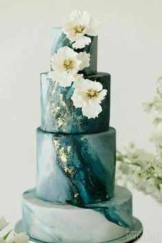 Beautiful deep turquoise blue wedding cake~♡~