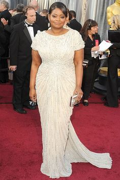 Octavia Spencer shows women everywhere how to flatter their curves -- in Tadashi Shoji