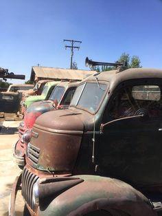 Cool Trucks, Chevy Trucks, Cool Cars, Pick Up, Classic Pickup Trucks, Antique Trucks, Cab Over, American Classic Cars, Abandoned Cars