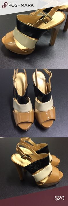 "Jessica Simpson SZ 6 Heels Tan, cream and black 4"" heels, couple minor scuff marks. Very pretty! Jessica Simpson Shoes Heels"
