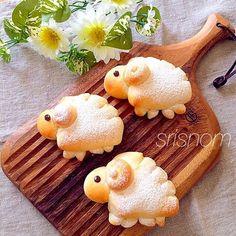 さわこちゃんの 羊チョコカスタードパン♬ Kawaii Bento, Cute Bento, Japanese Bread, Japanese Sweets, Bento Recipes, Easter Recipes, Desserts Japonais, Kreative Snacks, Kawaii Dessert