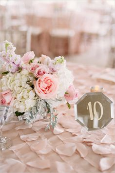 pink and peach tabale decor @weddingchicks