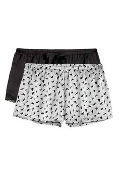2-pack satin shorts: Short pyjama shorts in satin with an elasticated waist. One patterned pair and one pair in a solid colour with lace trims at the hems.