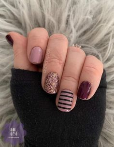 👉🏻New York Minute, doubled on thumb and pinky, single on middle finger. 👉🏻Manchester Mauve, doubled on pointer and ring finger. 👉🏻Tokyo Lights, over New York Minute on middle finger 👉🏻Between The Lines on ring finger Get Nails, Fancy Nails, Love Nails, How To Do Nails, Pretty Nails, Hair And Nails, Nail Color Combos, Nail Colors, Nail Polish Designs