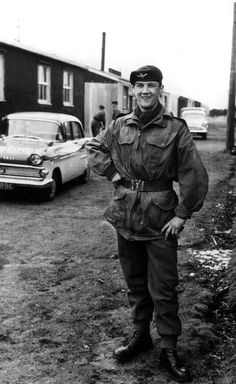Billy Connolly in the Territorial Army Reserve (Scottish) Battalion, the Parachute Regiment PARA). Territorial Army, Northern Ireland Troubles, Billy Connolly, Parachute Regiment, Glasgow Scotland, Edinburgh, Royal Marines, British Comedy, People Of Interest