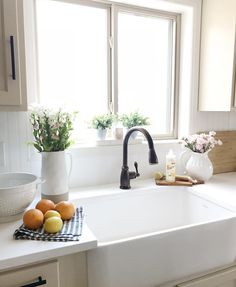Farmhouse kitchen idea with apron sink undermounted on farmhouse cabinet. Inspiring Farmhouse Kitchen Sink Part 31 Farmhouse Sink Kitchen, Kitchen Reno, New Kitchen, Kitchen Remodel, Kitchen Dining, Kitchen Sinks, Kitchen Ideas, Dining Room, Home Decor Inspiration