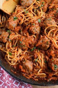 Syn Free Spaghetti and Meatballs - gluten free, dairy free, Slimming World and Weight Watchers friendly Slimming World Pasta, Slimming World Dinners, Slimming World Recipes Syn Free, Slimming Eats, Slimming World Garlic Bread, Spagetti And Meatball Recipe, Spaghetti And Meatballs, Meatball Recipes, Meatball Subs