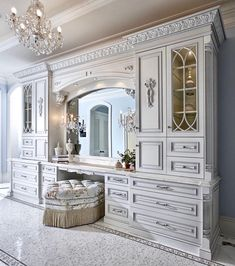 Oh my! I'm Speechless. Someone help me with a caption double tap and tag someon Oh my! I'm Speechless. 🙌🏼 Someone help me with a caption 💕💕💕double tap and tag someone ✨✨Follo. Luxury Master Bathrooms, Dream Bathrooms, Beautiful Bathrooms, Beautiful Closets, Elegant Home Decor, Elegant Homes, Dream Home Design, House Design, Traditional Bathroom