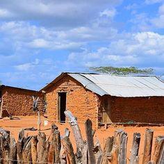 Ranchería wayuu. #LaGuajiraMagica Cabin, House Styles, Instagram Posts, Home Decor, Colombia, Decoration Home, Room Decor, Cabins, Cottage