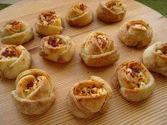 Τυροπιτάκια τριαντάφυλλα με ζύμη κουρού | TasteFULL