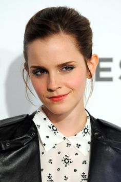 Photo of Emma Watson - 2012 Tribeca Film Festival - Struck by Lightning - Arrivals - Picture Browse more than pictures of celebrity and movie on AceShowbiz. Emma Watson Makeup, Emma Watson Images, Celebrity Look, Celebrity Pictures, Emma Watson Wallpaper, Ema Watson, Emma Watson Sexiest, Jenifer Lawrence, Edgy Makeup