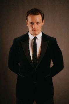 Welcome to Sam Heughan Source, your Fan Source dedicated to the talented Scottish actor Sam Heughan best known for his role as Jamie Fraser in the Starz's original series Outlander. Outlander Casting, Outlander Tv, Outlander Series, Sam Hueghan, Sam And Cait, Sam Heughan Caitriona Balfe, Sam Heughan Outlander, Richard Rankin, Scottish Actors