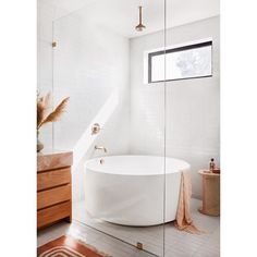 Bathroom interior 418271884143391287 - 6 Details We're Stealing From Garance Doré's Breezy California Bathroom Source by celestino_id