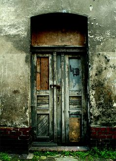 Alright, I accept you probably wouldn't want this door on your house - but isn't it wonderful to look at? The faded colours work so well together. This isn't a door - this is art. Rustic Windows And Doors, Rustic Doors, Arched Windows, Old Doors, Wooden Doors, Door Entryway, Entrance Doors, Doorway, Entryway Decor