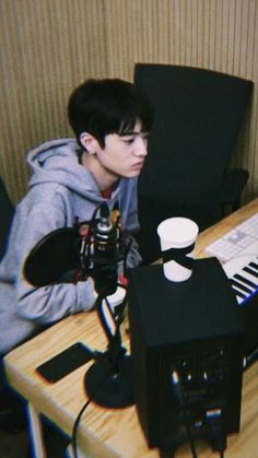 Simple Pictures, Pretty Pictures, Cool Wallpaper, Lock Screen Wallpaper, Yg Trainee, Sacs Louis Vuiton, Babe, Stray Kids Seungmin, Naruto