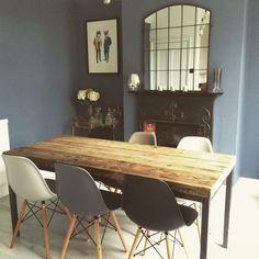 Eames chairs / Juniper Ash - Little Greene Living Room Chairs, Dining Room Table, Table And Chairs, Dining Chairs, Eames Dining, Oak Table, Side Chairs, Decoration Gris, Eames Chairs