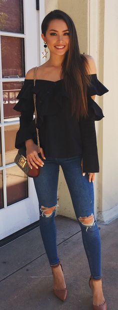 #spring #outfits woman wearing black off-shoulder top and blue denim jeans. Pic by @hapatime