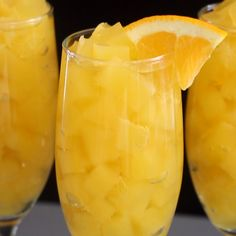 Jellies A sweet and delicious take on mimosas! Surprise your guests with this dessert based on the popular cocktail!A sweet and delicious take on mimosas! Surprise your guests with this dessert based on the popular cocktail! Fruit Drinks, Party Drinks, Cocktail Drinks, Yummy Drinks, Cocktail Recipes, Alcoholic Drinks, Beverages, Cocktail Videos, Aperol