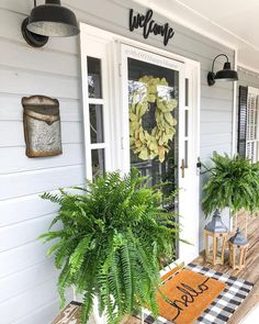 40 best modern farmhouse porch decorating ideas easy to managed 24 Farmhouse Decor, House With Porch, Spring Decor, Front Porch Decorating, Porch Design, Front Door, Farmhouse Front, Porch Kits, Building A Porch