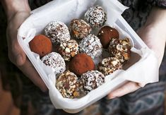 Choco-Almond Sweets Seven Minute Choco-Almond Truffles This is a quick late-night snack that we always seem to come back to. Köstliche Desserts, Delicious Desserts, Dessert Recipes, Yummy Food, Raw Food Recipes, Sweet Recipes, Unique Recipes, Yummy Recipes, Healthy Recipes
