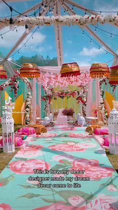 Pakistani Mehndi Decor, Pakistani Wedding Decor, Desi Wedding Decor, Indian Wedding Photos, Wedding Mandap, Wedding Stage Decorations, Mehndi Stage, Mehendi Decor Ideas, Wedding Activities