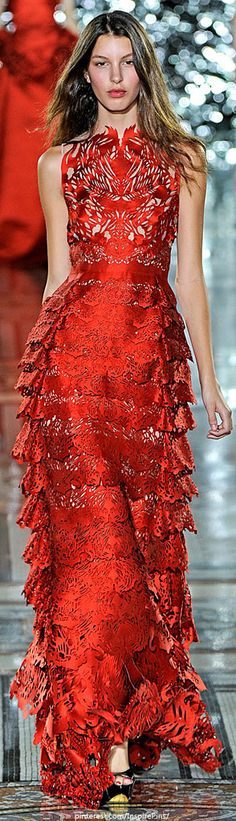 Giles - Spring 2012 Ready-to-Wear - Look 42 of 45 Red Fashion, Runway Fashion, Fashion Show, London Fashion, Fashion Women, Zac Posen, Marchesa, Beautiful Gowns, Beautiful Outfits