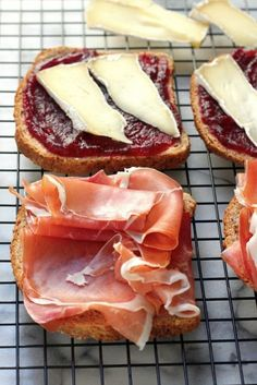 Cranberry, Brie, and Prosciutto Grilled Cheese Sooooo delicious! But around 765 calories a sandwich - ouch! I Love Food, Good Food, Yummy Food, Soup And Sandwich, Sandwich Recipes, Sandwich Appetizers, Freezable Appetizers, Grill Appetizers, Vegetable Appetizers