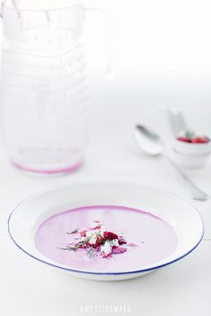 Chilled beetroot soup with strawberry salsa and feta (Recipe in Polish)