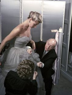 1953: Christian Dior at work.