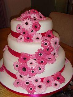 Bright pink daisy cake