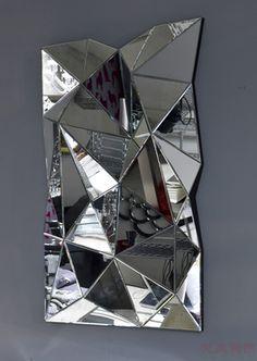 Mirror prism - Jessie Official Page Mirrored Furniture, Unique Furniture, Deco Design, Glass Design, Mirror Inspiration, 3d Mirror, Wall Installation, Decoration, Glass Art