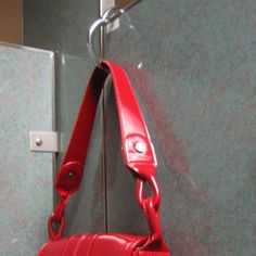 A very simple-to-use bag hanger that works just about anywhere. Place on the table edge, hook onto your car seat, or even use it on restroom doors where a hook isn't provided