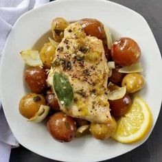 These Easy Baked Lemon Chicken and Potatoes are cooked to perfection and smothered in a lemon, garlic sauce that is sure to impress. Clam Recipes, Pasta Recipes, Gourmet Recipes, Healthy Recipes, Chicken Recipes, Lemon Chicken, Baked Chicken, Pasta With Clam Sauce, Linguine And Clams