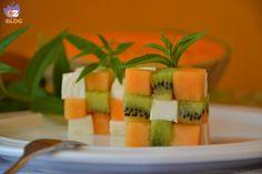 Cubo di Rubik con melone, kiwi e formaggio light