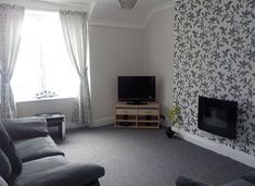 www.aroundaboutbritain.co.uk. Monte Rosa Holiday Apartments. Llandudno. Conwy. Wales. UK. Self Catering. Holiday. Travel. Stay. Golf. Coast.