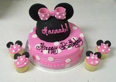 Pretty cake for a minnie birthday party