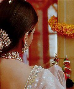 Aishwarya Rai in Hum Dil De Chuke Sanam Aishwarya Rai Movies, Aishwarya Rai Photo, Actress Aishwarya Rai, Aishwarya Rai Bachchan, Beautiful Bollywood Actress, Most Beautiful Indian Actress, Bollywood Celebrities, Bollywood Fashion, Aishwarya Rai Wedding Pictures