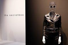SCISSORELLA: Im Rausch der EuroShop: Eine mehrtägige Wanderung über die weltgrößte Messe für Visual Merchandising und Retail Design  #fair #mannequins #WindowFrance #secret #blackandwhite #fashion #visualmerchandising #retaildesign #column #blog #Scissorella