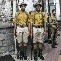 Personnel from the Malaysian Army wearing the historic Malay Regiment uniform for the Malaysia 60th National Day Parade. The Malay Regiment was an all-Malay military force formed at Port Dickson, Malaya, on 1st March 1933 under the command of British officers. Also known as Askar Melayu in Malay, the regiment is best remembered for its soldiers' display of bravery and loyalty in the Battle of Pasir Panjang during the Japanese invasion of Singapore in February 1942. Malayan Emergency, Port Dickson, Old Maps, Military History, Ww2, Singapore, Military Force, Army, Cold War