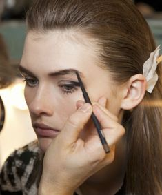Lesson No. Stop applying eyeliner the wrong way, 10 Secrets I Learned at Makeup Artist School - (Page Free Makeup, Makeup Tips, Makeup Tutorials, Makeup Trends, Makeup Ideas, How To Apply Eyeliner, Applying Eyeliner, Applying Makeup, Angelina Jolie Makeup