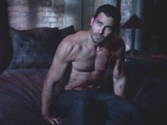 Derek - Teen Wolf (2011) (Tyler Hoechlin)