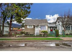 Featured Listings - jennifer-black.com - $485000.00 - 780 Coronation Avenue, 3 Bedrooms / 1 Bathrooms - 840 Sq Ft - Single Family in Kelowna - Contact Jennifer Black Direct: 250.470.0377, Office Phone: 250.717.5000, Toll Free: 1.800.663.5770 - Cozy 3 bedroom, 1 bathroom home set on RU 6 lot with lane access. - http://jennifer-black.com/featured-listings/