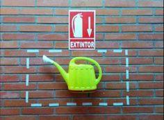 En caso de incendio use el extintor (?)