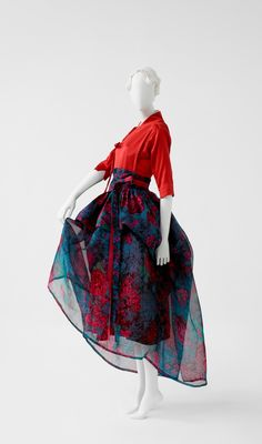Korea Now ! Craft, design, mode et graphisme en Corée Asian Fashion, Look Fashion, Fashion Outfits, Womens Fashion, Fashion Design, Korean Traditional Dress, Traditional Dresses, Korean Dress, Korean Outfits