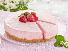 Mansikkajuustokakku - Reseptit Cake Recipes, Dessert Recipes, Desserts, Finnish Recipes, Sweet Pastries, Yogurt Recipes, Pastry Cake, I Love Food, Yummy Cakes