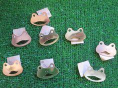 momofuku - frog brooch