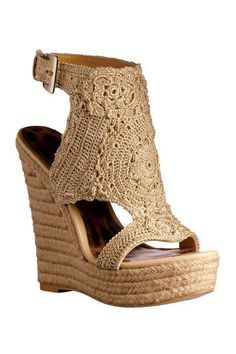 There is 1 tip to buy shoes, wedge sandals, espadrilles. Crochet Shoes Pattern, Shoe Pattern, Wedge Sandals, Wedge Shoes, Shoes Heels, Make Your Own Shoes, Crochet Sandals, Crochet Fall, Hot Shoes
