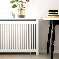 Pris på radiatorskjuler - beregn prisen her hos os - Dansk kvalitet Narrow Hallway Table, Radiator Cover, Interior Decorating, Interior Design, Home Renovation, Planer, The Hamptons, Diy And Crafts, Kids Room