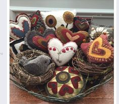 Pincushions - Kathy Cardiff: Doing a little tweaking to ready the house for tomorrow. Wishing all of you a Happy Valentines Day! Motifs Applique Laine, Wool Applique Patterns, Felt Applique, Felted Wool Crafts, Felt Crafts, Fabric Crafts, Sewing Crafts, Wooly Bully, Wool Quilts