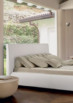 Bonaldo Bloom bed detail